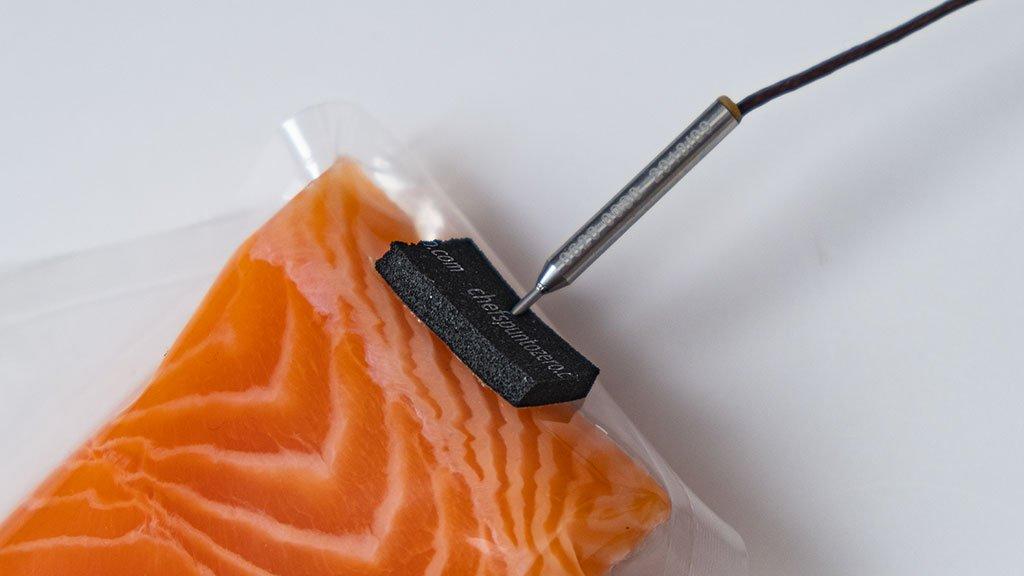 Tampone per cottura sottovuoto dei pesci con sonda